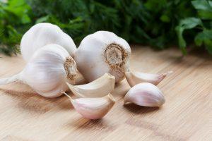 Además de su uso culinario, el ajo puede encontrarse en forma de suplemento (cápsulas o perlas) para poder manifestar su efecto terapéutico.