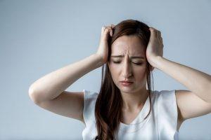 Los signos y síntomas de la anemia varían según la causa de la afección. Los síntomas incluyen: fatiga, dolores de cabeza o cansancio