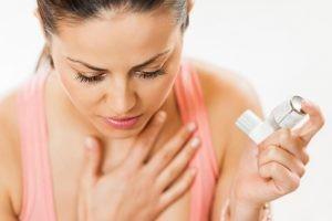 Las causas más frecuentes de las crisis son la exposición a alérgenos, las infecciones respiratorias víricas, un tratamiento mal ajustado o un mal cumplimiento