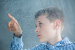 La causa del autismo no se conoce con exactitud. Sí se sabe que existe una clara influencia genética