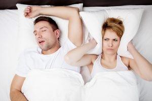 Los ronquidos son la manifestación más visible que puede alertar al paciente sobre la posibilidad de tener apnea del sueño.