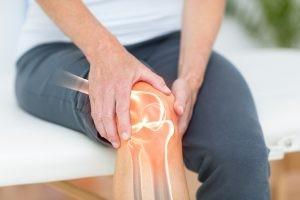 La artrosis se manifiesta cuando el cartílago que amortigua los extremos de los huesos de las articulaciones se deteriora gradualmente.