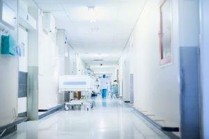 Ante una patología que pueda requerir varias visitas médicas de control y la realización de pruebas diagnósticas frecuentes lo deseable es que te controles en un centro médico cercano a tu domicilio.