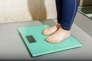 El tratamiento de la obesidad debe llevar en un primer lugar al cambio en el régimen de vida, se deberá proceder a controlar la dieta.