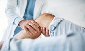 Para el diagnóstico y tratamiento de la artritis reumatoide es necesario una exploración física en la que el médico comprobará si hay hinchazón o enrojecimiento