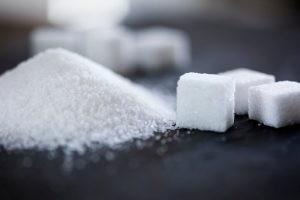 Los signos y síntomas de la cetoacidosis diabética suelen presentarse rápidamente, a veces dentro de las 24 horas.