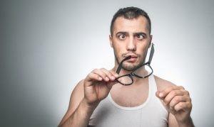 El tratamiento a aplicar para el estrabismo va establecido en función de la edad del paciente y el grado de la anomalía visual.