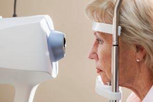 El principal factor desencadenante del glaucoma es la rotura o daño del nervio óptico por un incremento de la tensión ocular.
