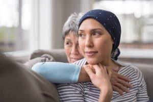 Los síntomas del linfoma suelen ser pocos, hay aumento de uno o varios ganglios linfáticos, fiebre, pérdida de peso y sudoración profusa.