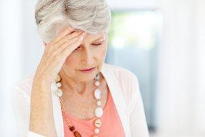 El síntoma del síncope vasovagal es la pérdida de conciencia que se produce, pero previo a ello el paciente puede notar sensación de debilidad, sofocos, vértigo, visión borrosa, palidez, sudoración profusa, zumbido de oídos, náuseas, vómitos y diarrea.
