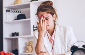 El síndrome de fatiga crónica es un trastorno complejo caracterizado por fatiga extrema que no puede atribuirse a ninguna enfermedad preexistente.