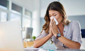 La sinusitis es la inflamación de los senos paranasales que puede ser causada por un hongo, una bacteria o un virus, o bien estar causada por una alergia.