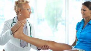 La tendinitis rotuliana es una inflamación del tendón rotuliano, que es el tejido que une la rótula a la tibia.