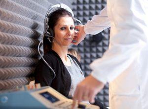 El tinnitus también conocido como acúfenos, es la percepción de un ruido o de un zumbido en los oídos o en la cabeza sin que exista ninguna fuente externa de sonido.
