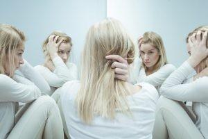 El trastorno bipolar es una enfermedad mental severa que causa cambios extremos en el estado de ánimo que comprenden altos y bajos emocionales.