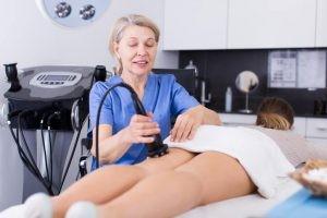 La carboxiterapia produce una vasodilatación importante e incremento del flujo sanguíneo en la zona de la aplicación, lo cual incrementa localmente la presión de oxígeno.
