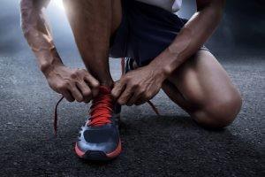 Ver a tanta gente corriendo por las calles de ciudades y pueblos, hace pensar que cualquiera es candidato para correr pero lo cierto es que correr es un deporte de impacto y que también implica un esfuerzo a nivel cardiovascular, por lo que puede estar contraindicado en algunos casos.