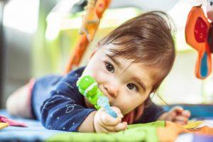 La máxima preocupación es si la salida de los dientes causa dolor. Pero, en general, la erupción dental no debe causar demasiadas molestias al bebé.