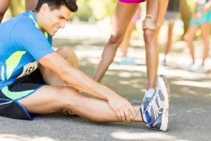Los ligamentos deben ofrecer estabilidad, pero a su vez un cierto grado de flexibilidad para permitir adaptarse a los movimientos sin una extrema rigidez articular. En ocasiones esta flexibilidad no es suficiente y es cuando puede lesionarse, sufriendo un esguince.