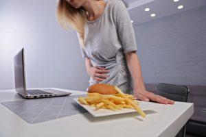 Muchas personas, ante cada comida, viven el momento con sufrimiento y pierdan las ganas de comer. Es el caso de quienes sufren gastritis, te contamos sus motivos y como afrontarla.
