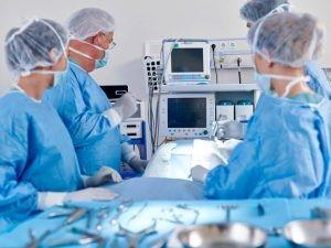 La cirugía evoluciona cada día junto con las nuevas tecnologías, hacia técnicas de menos invasión. Se puede decir que actualmente están demostradas las ventajas de la cirugía laparoscópica frente a la cirugía convencional en muchas técnicas.