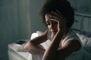 La migraña es un dolor de cabeza que se caracteriza por presentarse de forma episódica pero brusca con fases totalmente asintomáticas entre las crisis.