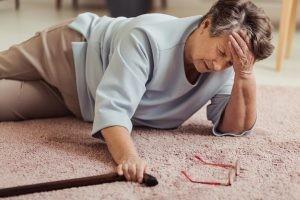 En la lipotimia o desmayo la persona nota que se va a desvanecer con anterioridad a que suceda y se recupera rápidamente.