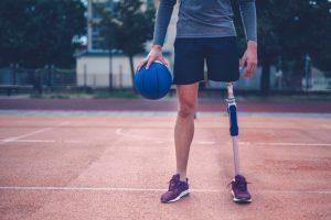 El objetivo principal es que la prótesis cumpla las mismas funciones que la parte faltante o sustituida. Su colocación va a suponer un cambio espectacular en la calidad de vida del paciente.