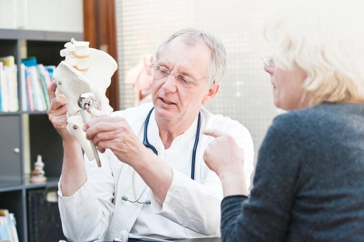 Consejos y Rehabilitación para la Prótesis de Cadera