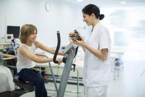 Las pruebas de esfuerzo han evolucionado mucho y en la actualidad son mucho más modernas y específicas, pero las más habituales siguen basándose en el ejercicio realizado encima de un tapiz rodante o en una bicicleta.