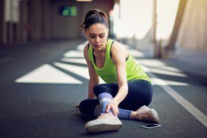 Para prevenir la rotura de ligamento no te olvides de calentar el músculo y las articulaciones antes de iniciar el ejercicio.
