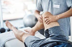 Cuando se produce una rotura fibrilar, se manifiesta con impotencia funcional, no se puede mover como debería, y dolor muy localizado.