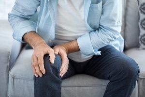 Para efectuar el diagnóstico de la artrosis de rodilla, el médico especialista puede requerir alguna prueba complementaria al examen físico.