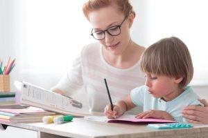 Aunque la dislexia tiene su origen en una disfunción cerebral, la reeducación permite mejorar y corregir muchos de estos errores