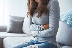 La dispepsia se define como cualquier dolor o molestia en la zona superior del abdomen (por encima del ombligo).