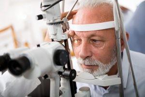 El glaucoma no tiene un tratamiento curativo definitivo. Se puede evitar la evolución natural a la ceguera manteniendo una presión intraocular lo suficientemente baja.