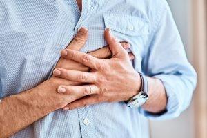 A veces, se puede confundir el infarto de miocardio, propiamente dicho, con la denominada angina de pecho, porque los síntomas son parecidos.