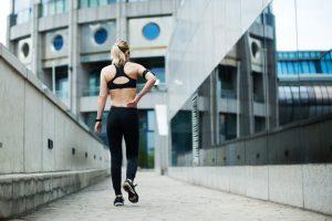 Ser un deportista ocasional, que dedica grandes esfuerzos físicos en un espacio de tiempo muy concreto y sin ninguna regularidad a una disciplina deportiva, suele ser sinónimo de problemas.