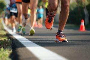 Correr es un deporte de impacto que implica que algunas zonas anatómicas en concreto sufran más que otras, por el impacto que implica la carrera a pie