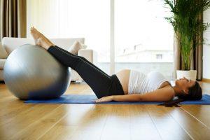 La práctica del método Pilates durante el embarazo, se ha implantado durante los últimos años como un ejercicio físico ideal para las gestantes ya que se adapta a sus necesidades y cumple con los beneficios necesarios durante esta etapa.
