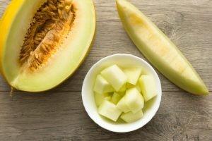 Todos sabemos que nuestra alimentación en verano no es la misma que en invierno, ya que nuestro cuerpo necesita menos calorías y más agua
