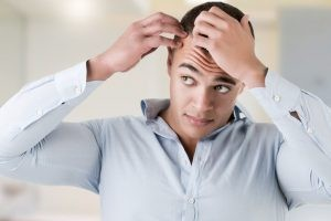 La caída del pelo se llama alopecia, y puede clasificarse de diferentes maneras.