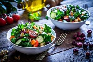 El proceso de cambio de una dieta omnívora a vegana o vegetariana debe ser planificado por un dietista-nutricionista.