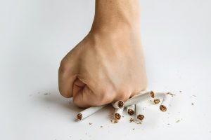 fecta a la población fumadora, aunque debemos incluir a un pequeño porcentaje de fumadores pasivos que debutan con EPOC.
