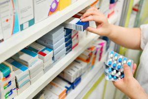 Destacamos aquí un grupo de fármacos que, bajo ningún concepto, deberían dispensarse en la farmacia sin supervisión médica: los antibióticos