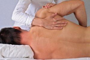 Una inmovilización prolongada puede ocasionar adherencias y rigidez en la articulación, entorpecer el periodo de rehabilitación y retrasar la recuperación.
