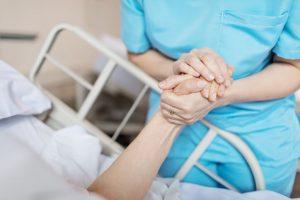 Los síntomas de una infección nosocomial son los propios del agente infeccioso que la provoca y del órgano o sistema que sufre la infección.