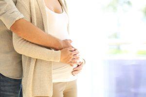 Para realizar una inseminación artificial en el laboratorio se toma la muestra y se purifica concentrando únicamente los espermatozoides móviles y funcionales.