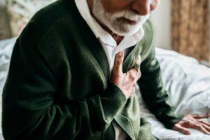 La pericarditis es una inflamación del pericardio, membrana a modo de bolsa con dos capas que rodea el corazón.