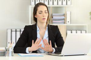 Existen dos tipos de ansiedad, que son la ansiedad normal y la ansiedad patológica.